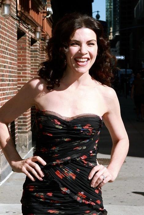 Julianna Margulies sexy boobs (2)