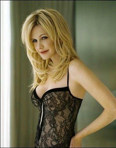 Kathryn Morris hot side boobs pics