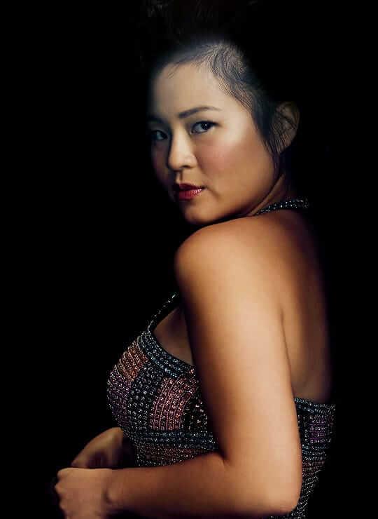 Kelly Marie Tran sexy back pics