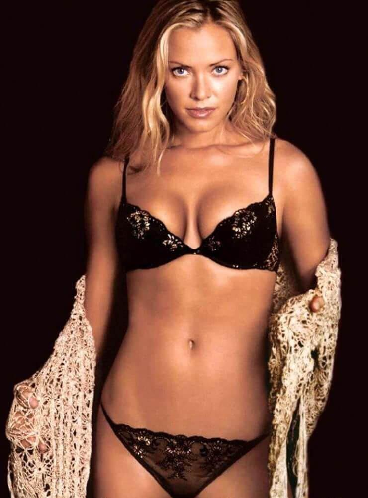 Kristanna Loken sexy bikini pics
