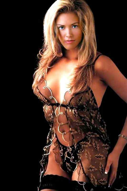 Kristanna Loken sexy side boobs pics (2)