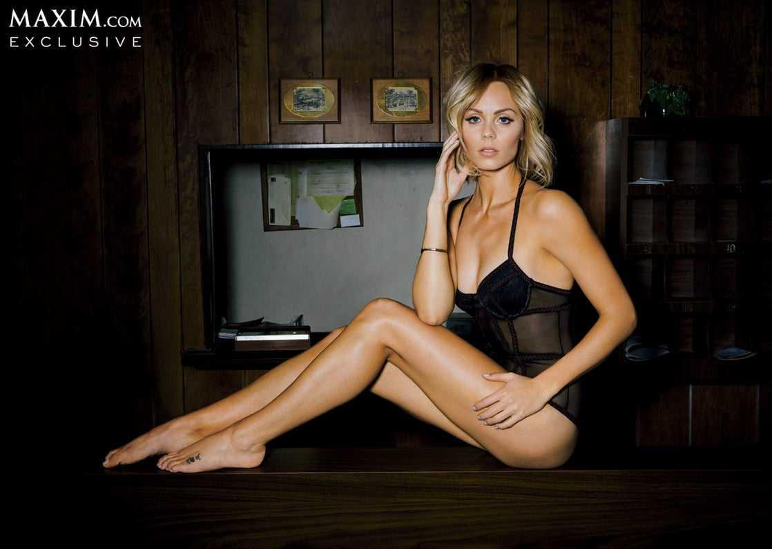 Laura Vandervoort sexy images