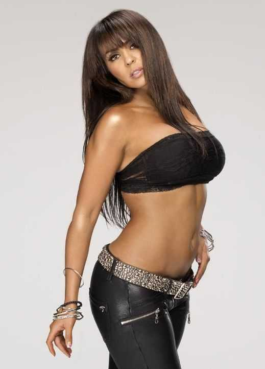 Layla cleavages pics