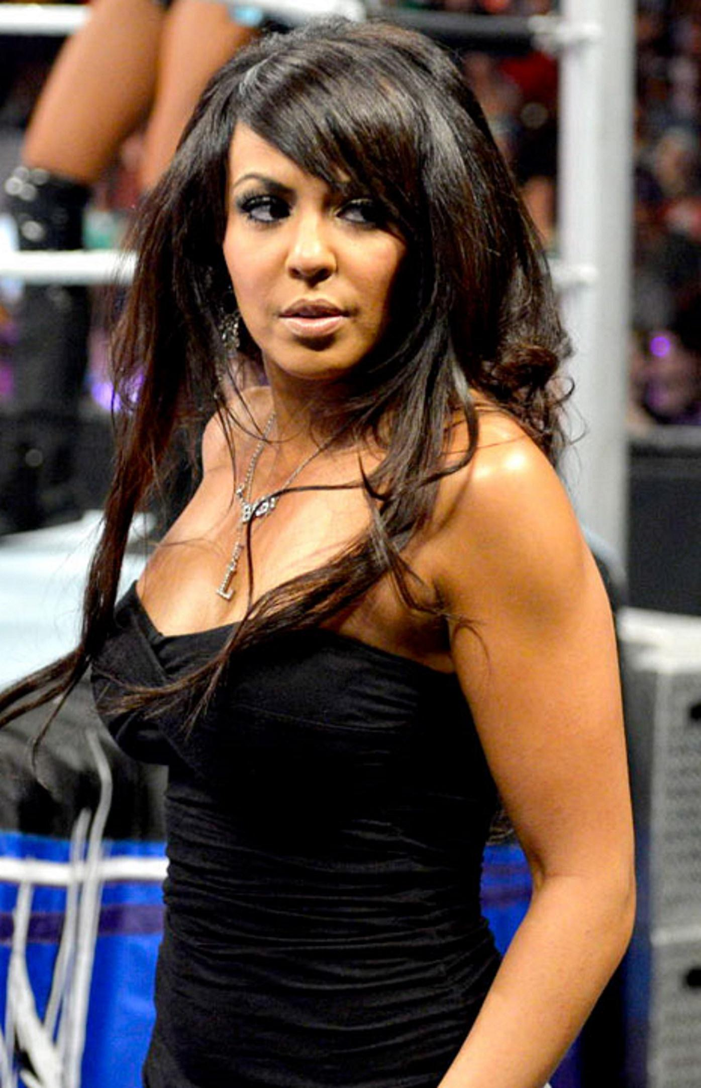Layla side boobs pics