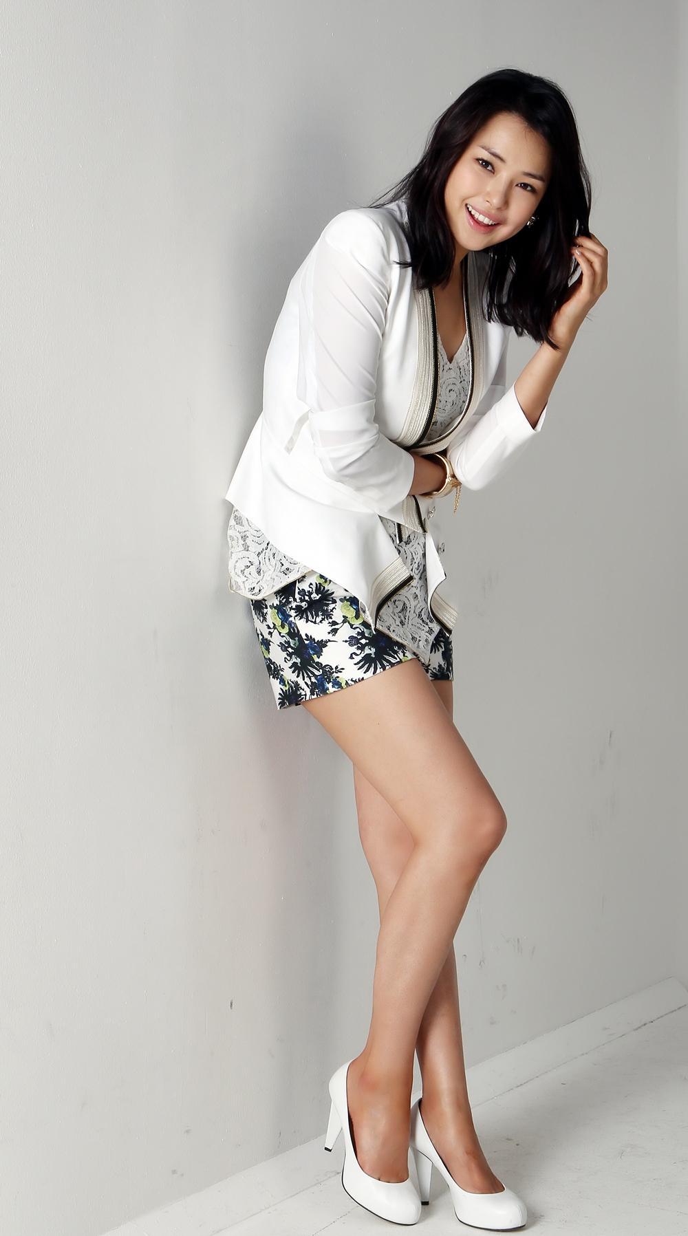 Lee Ha-nui sexy legs pics