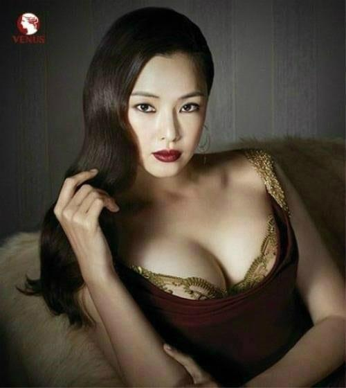 Lee Ha-nui tits