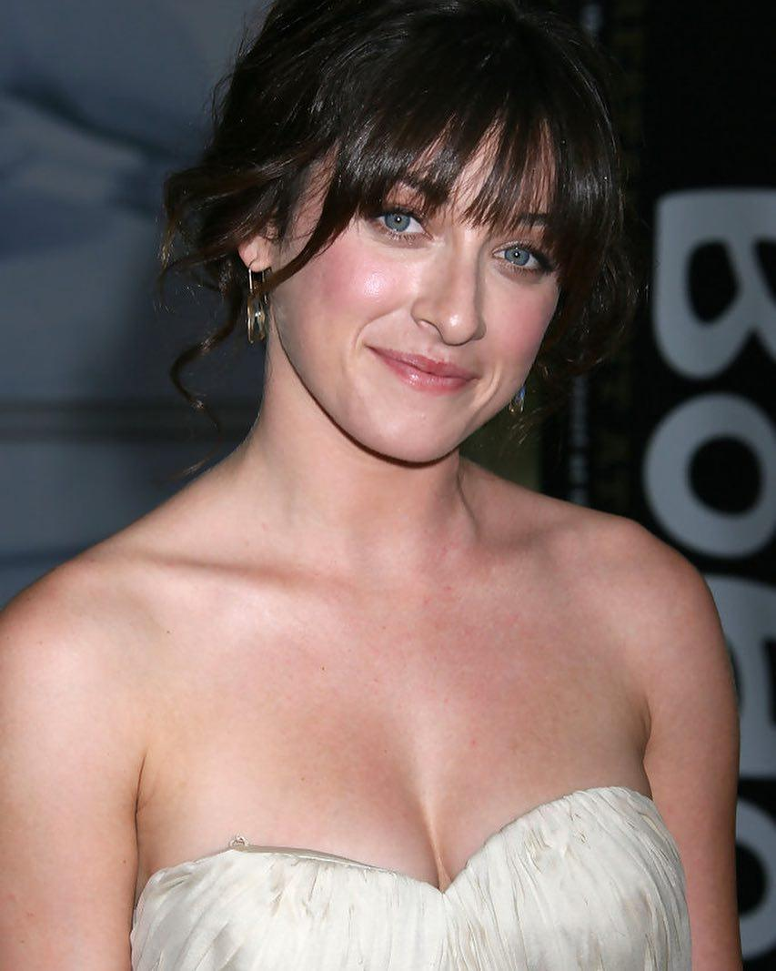 Margo Harshman tits pictures