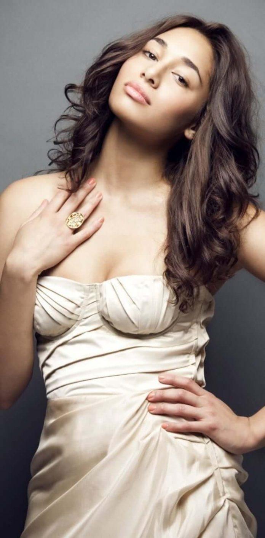 Meaghan Rath big boobs pics