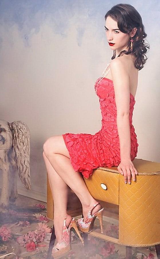 Melanie Scrofano sexy legs pics