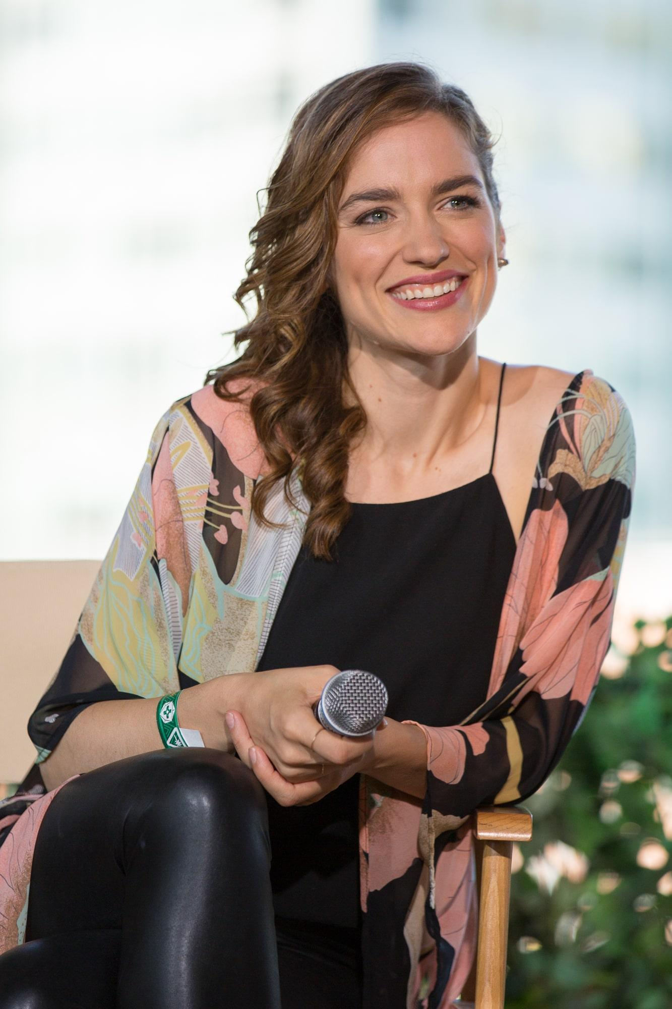 Melanie Scrofano smile pics