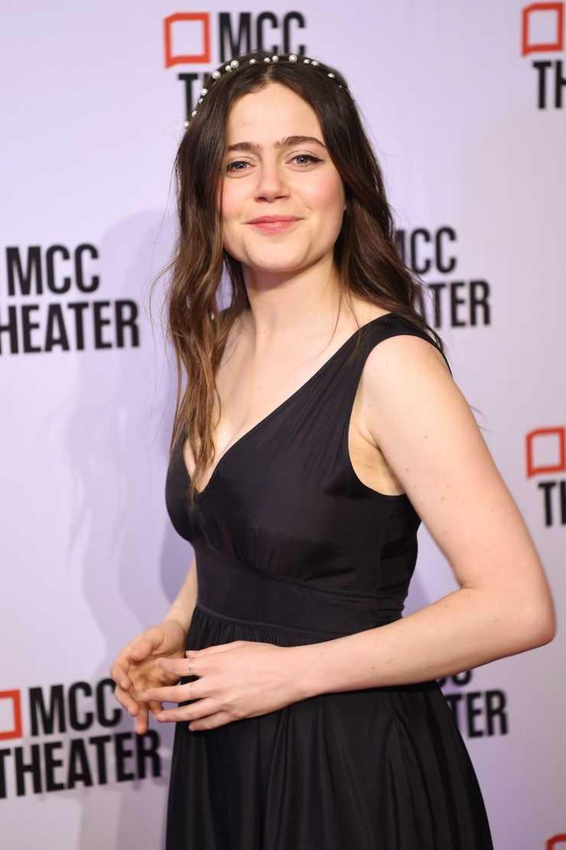 Molly Gordon sexy side boobs pics