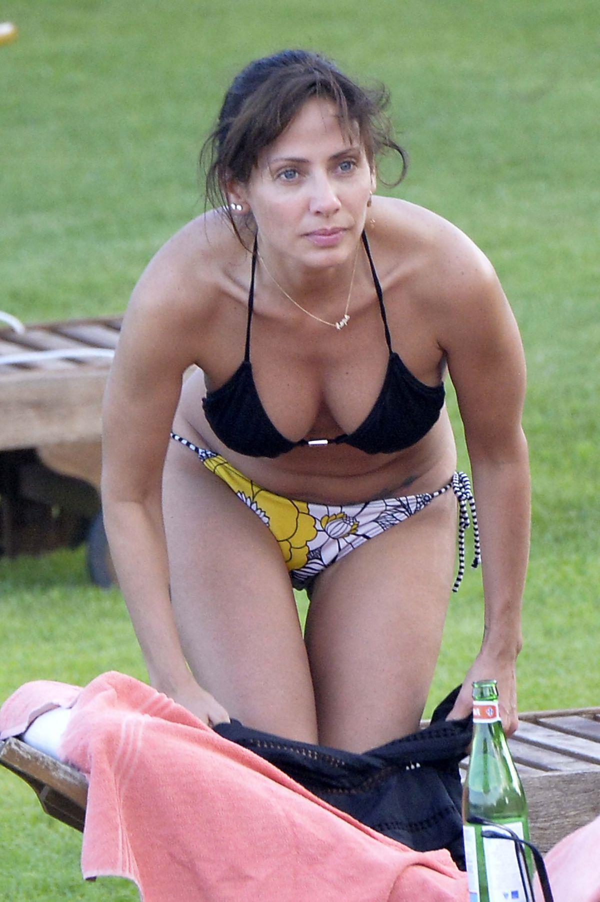 Natalie Imbruglia breasts pics
