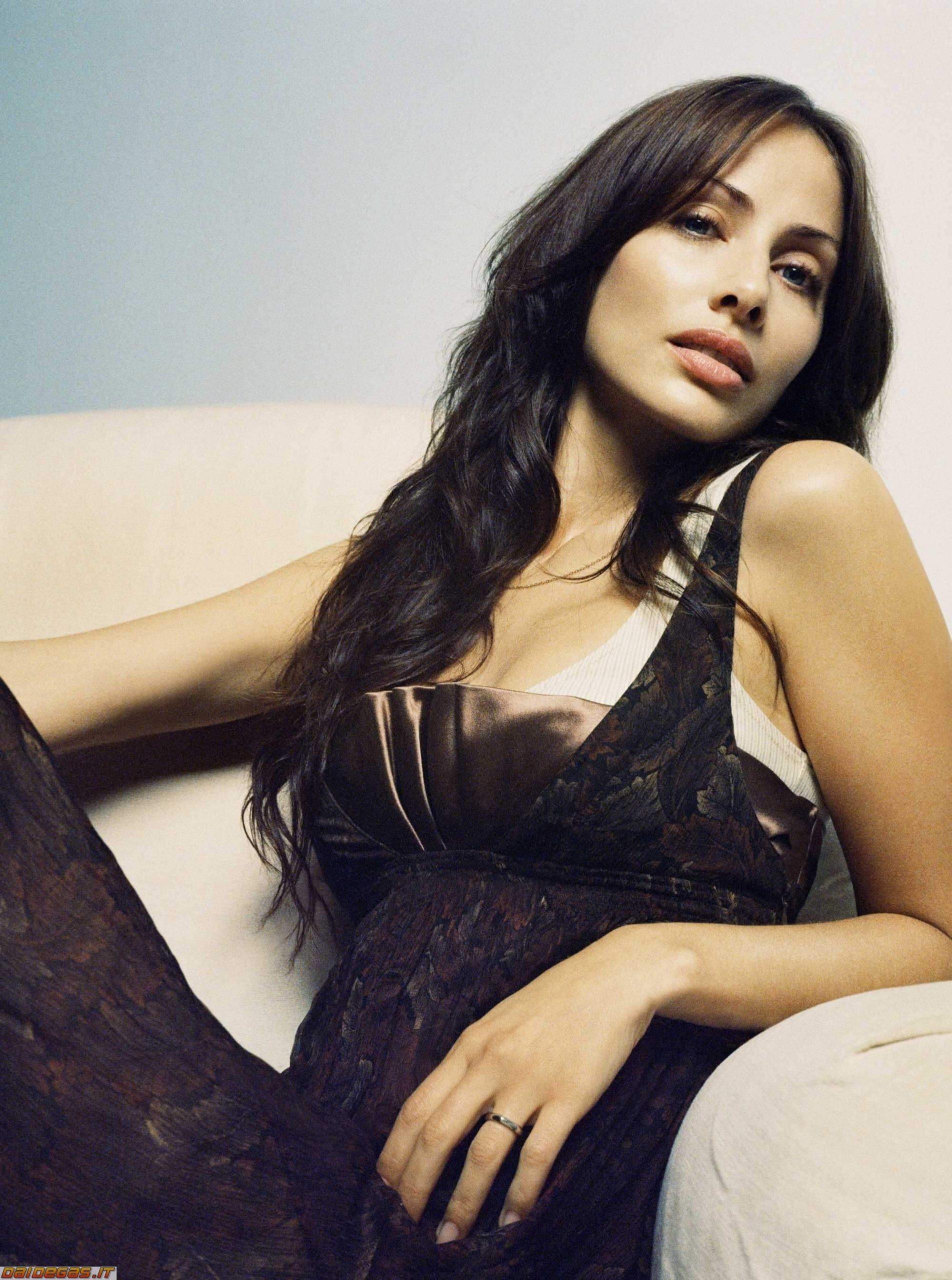 Natalie Imbruglia sexy looks pics