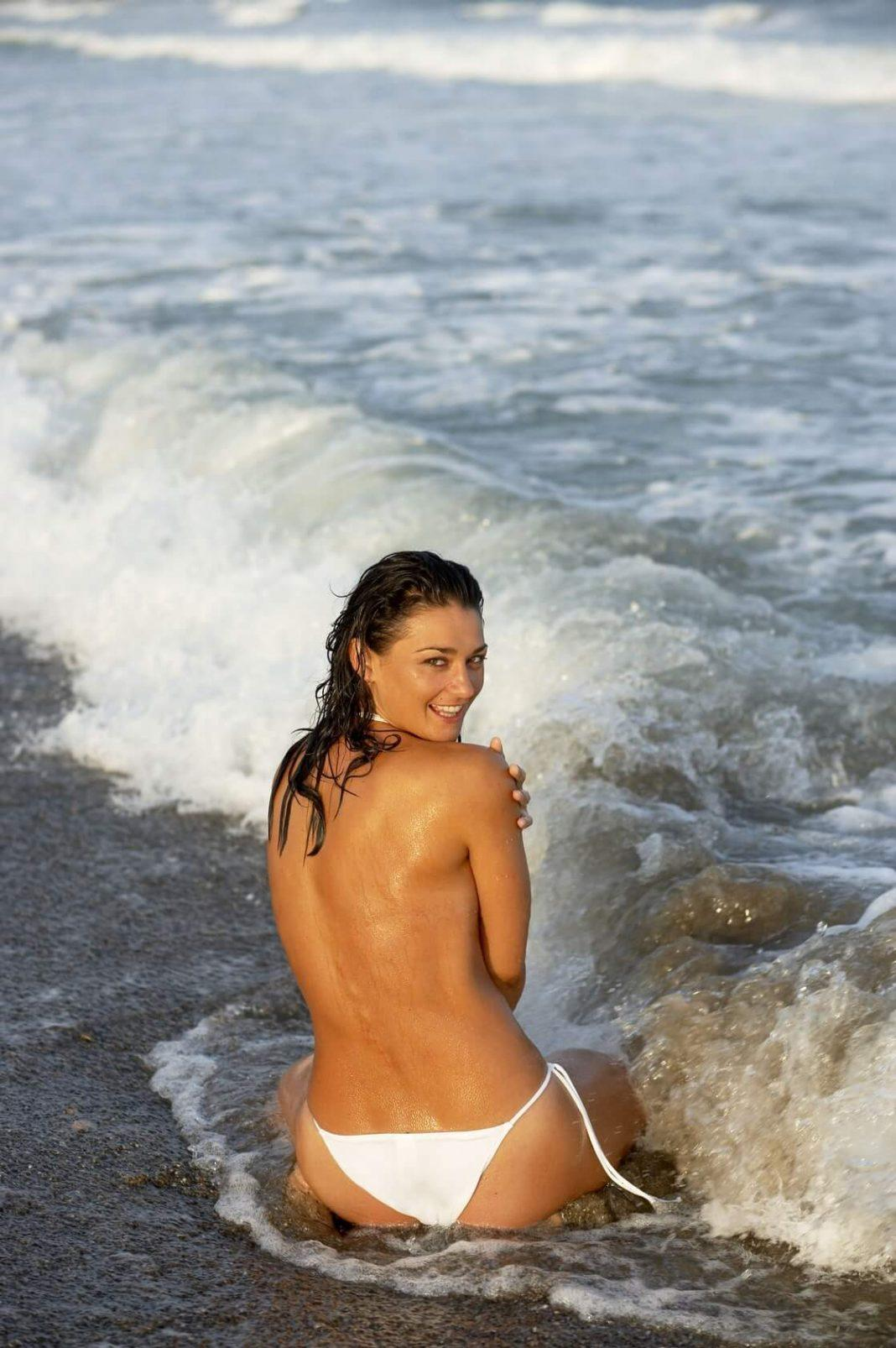 Natalie J. Robb hot back pics