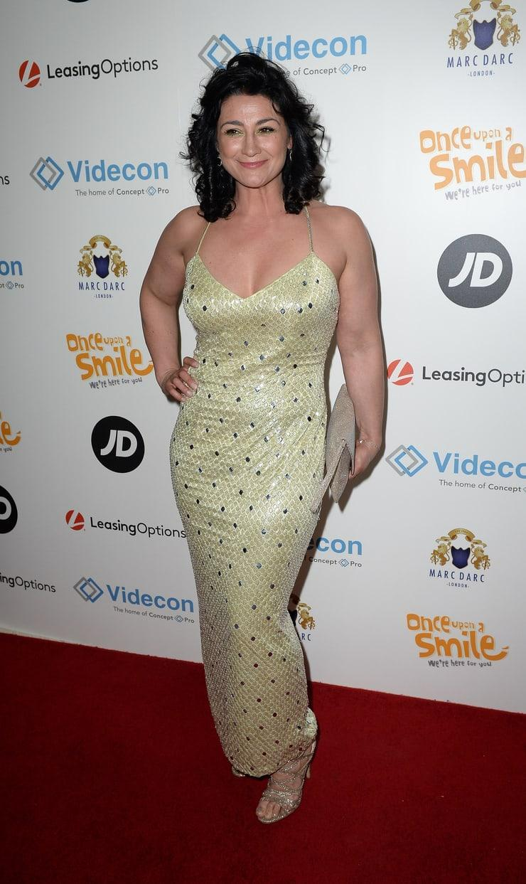 Natalie J. Robb sexy cleavage pics (2)