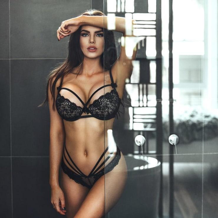 Nicole Thorne hot look (1)