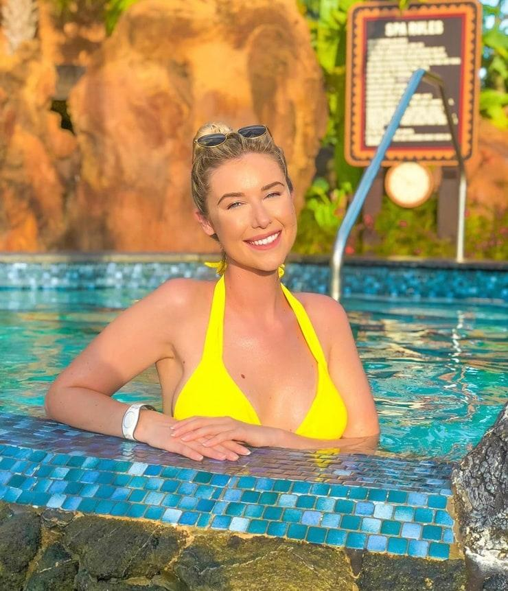 Noelle Foley sexy (2)