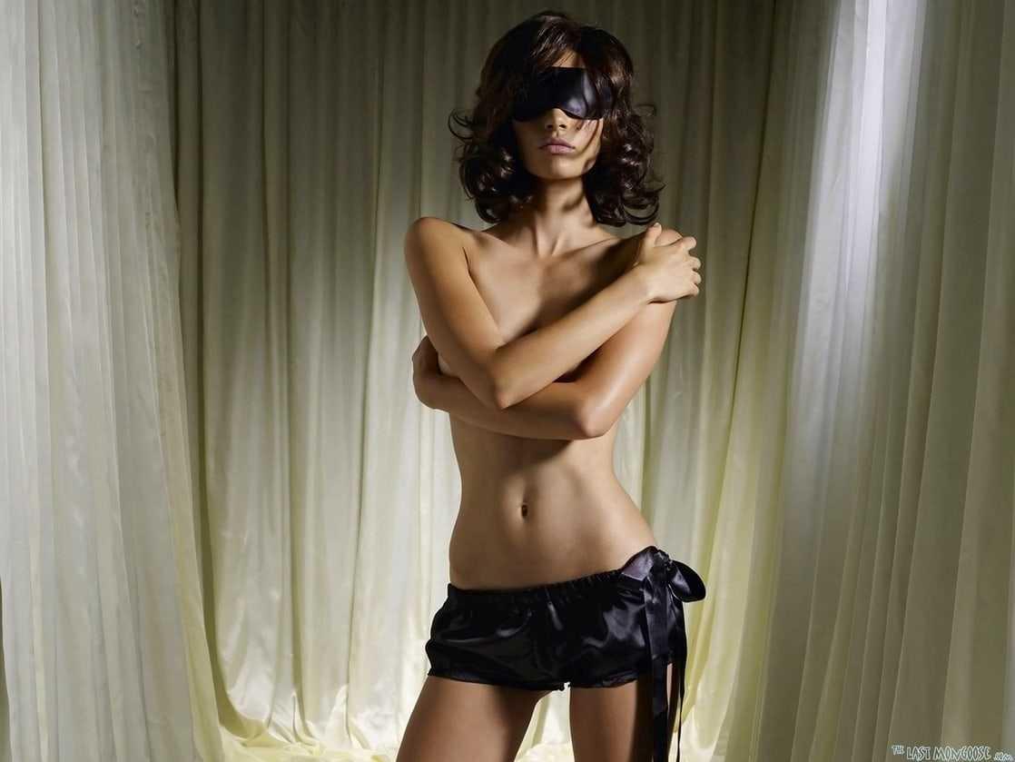 Olga Kurylenko near nude pictures