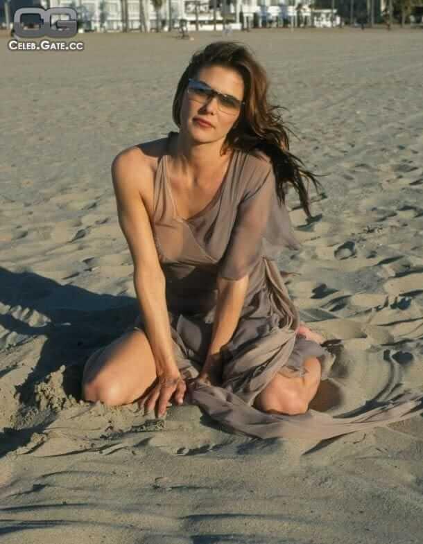 Paige Turco hot photo