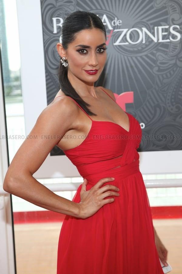 Paola Núñez awesome look pic (2)