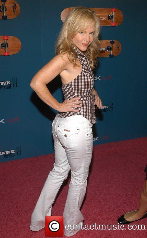 Rachael Harris sexy side butt pics