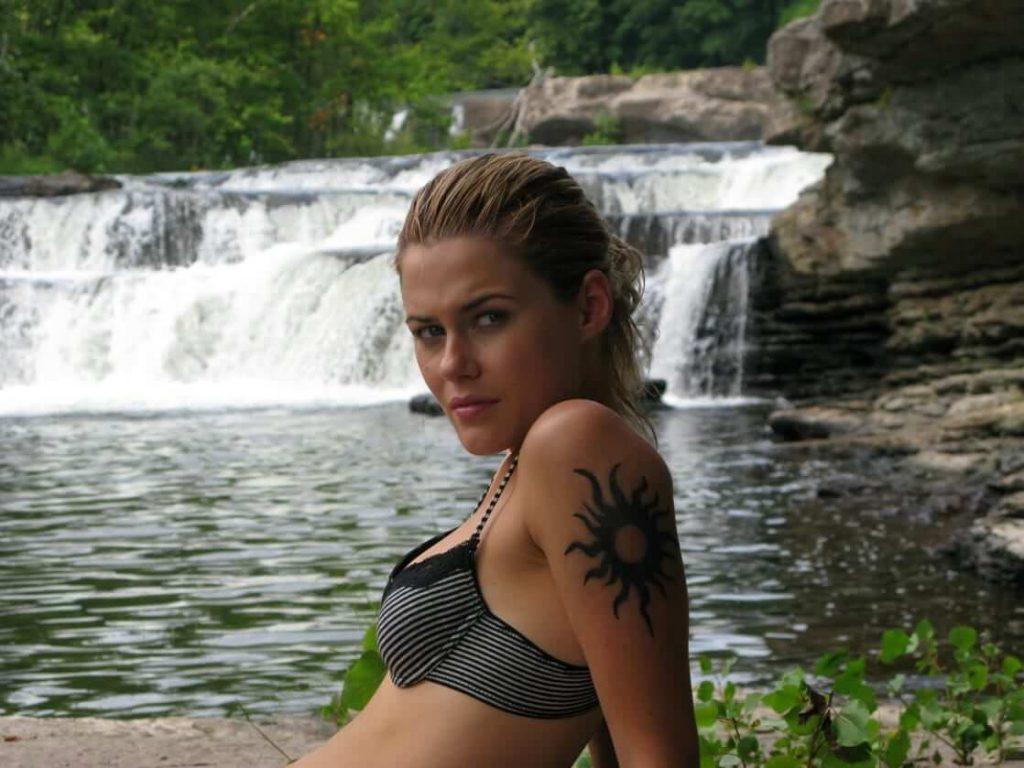 Rachael Taylor nipples