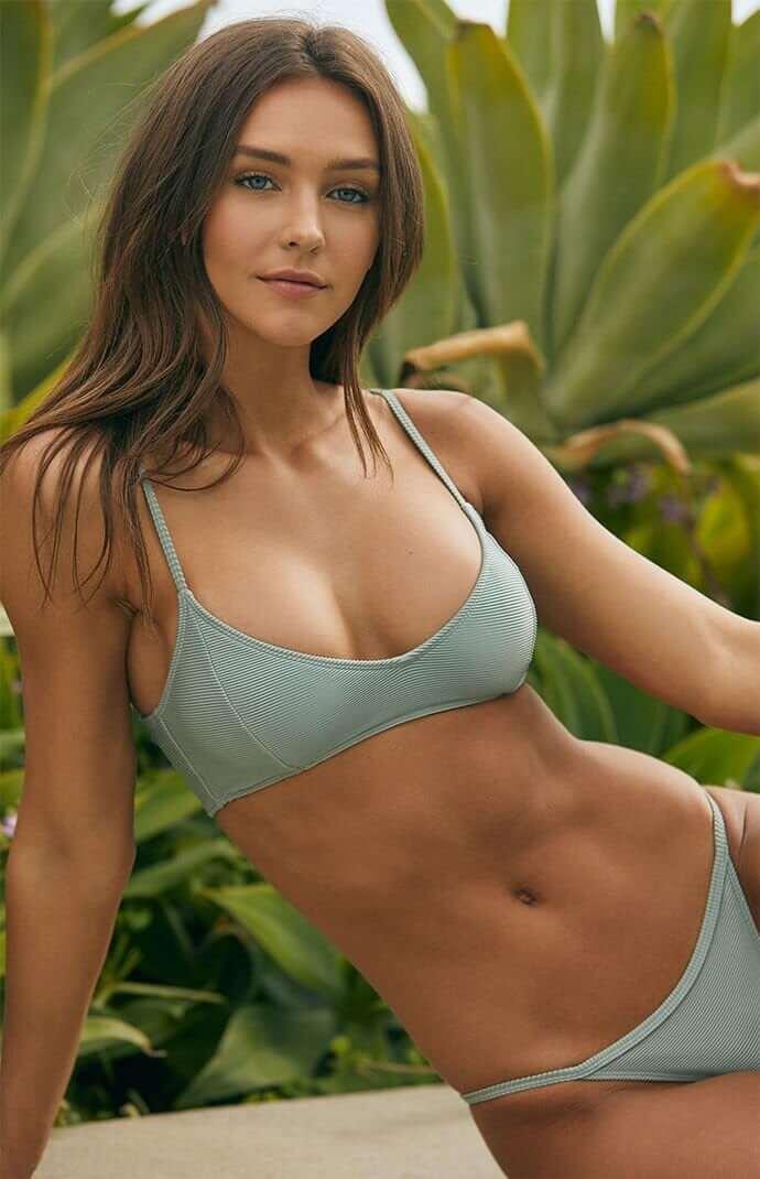 Rachel Cook hot big boobs pictures