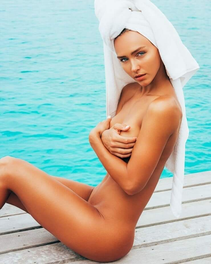 Rachel Cook near nude pics