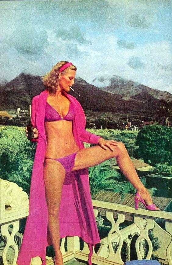 Rene Russo bikini pics