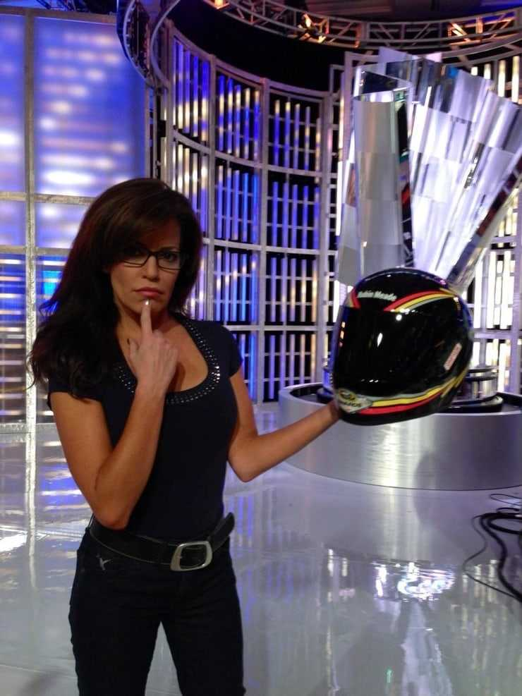 Robin Meade hot look pic