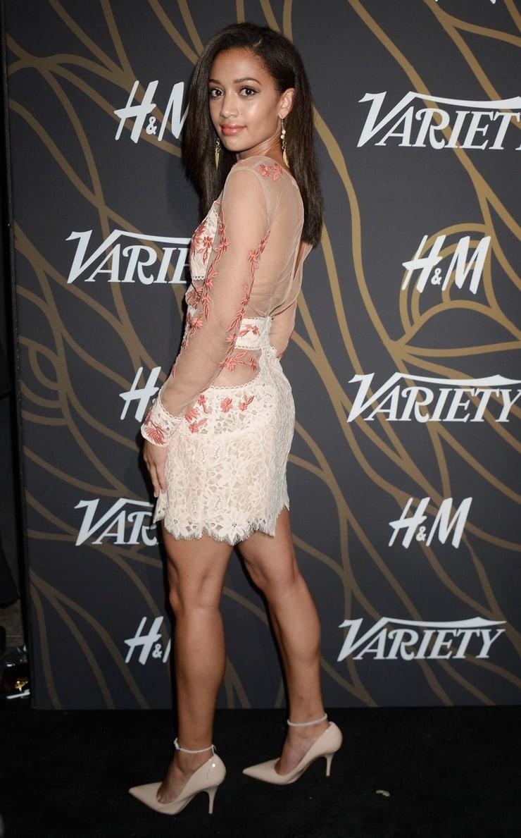 Samantha Logan hot (1)
