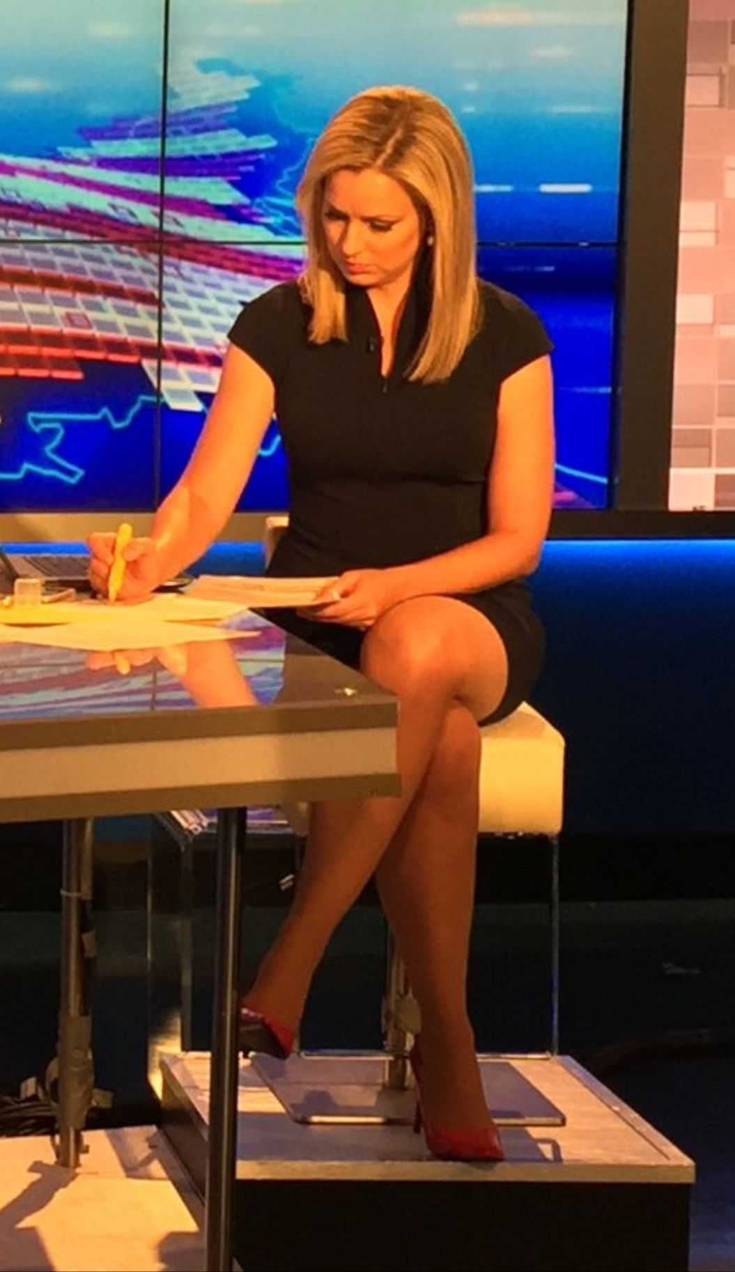 Sandra Smith hot look pic