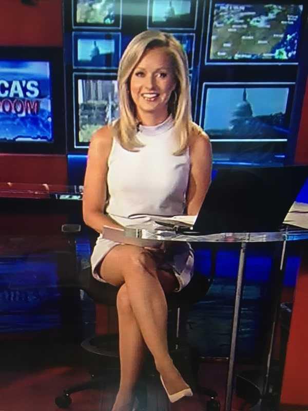 Sandra Smith sexy feet pic