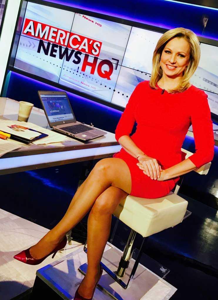 Sandra Smith sexy legs pic
