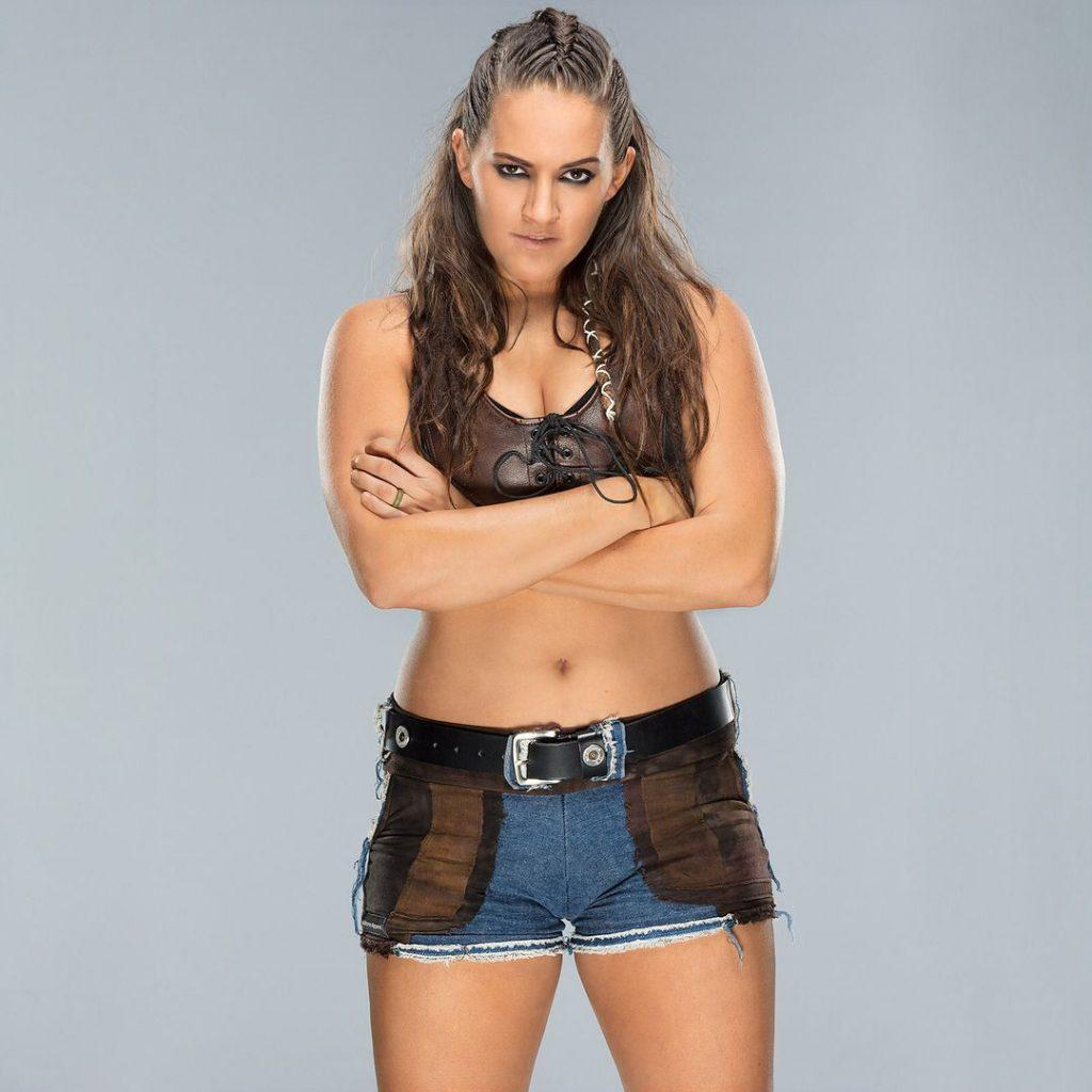 61 Sarah Logan Sexy Pictures That Are Sensually Arousing - GEEKS ON COFFEE