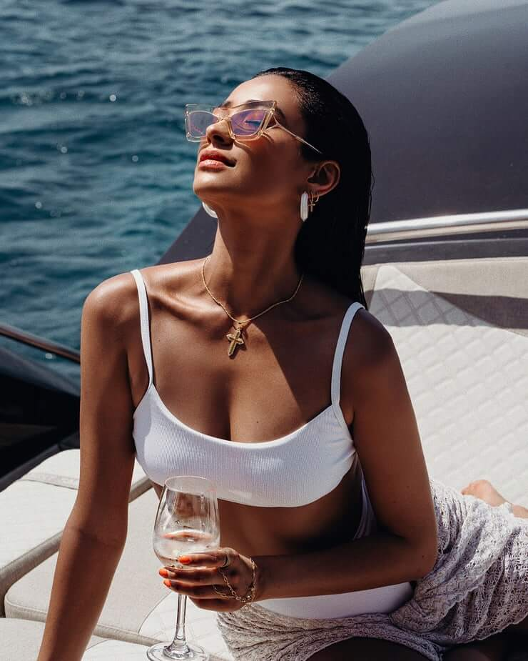 Shay Mitchell big boobs pics