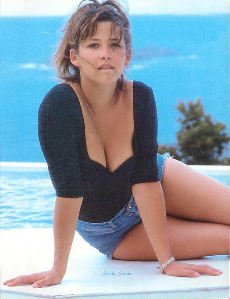 Sophie Marceau cleavage pic
