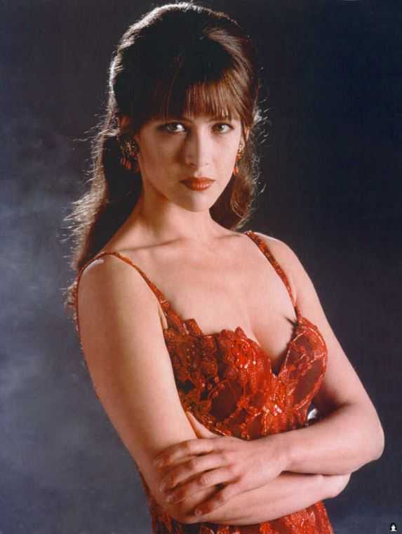 Sophie Marceau sexy cleavage pics