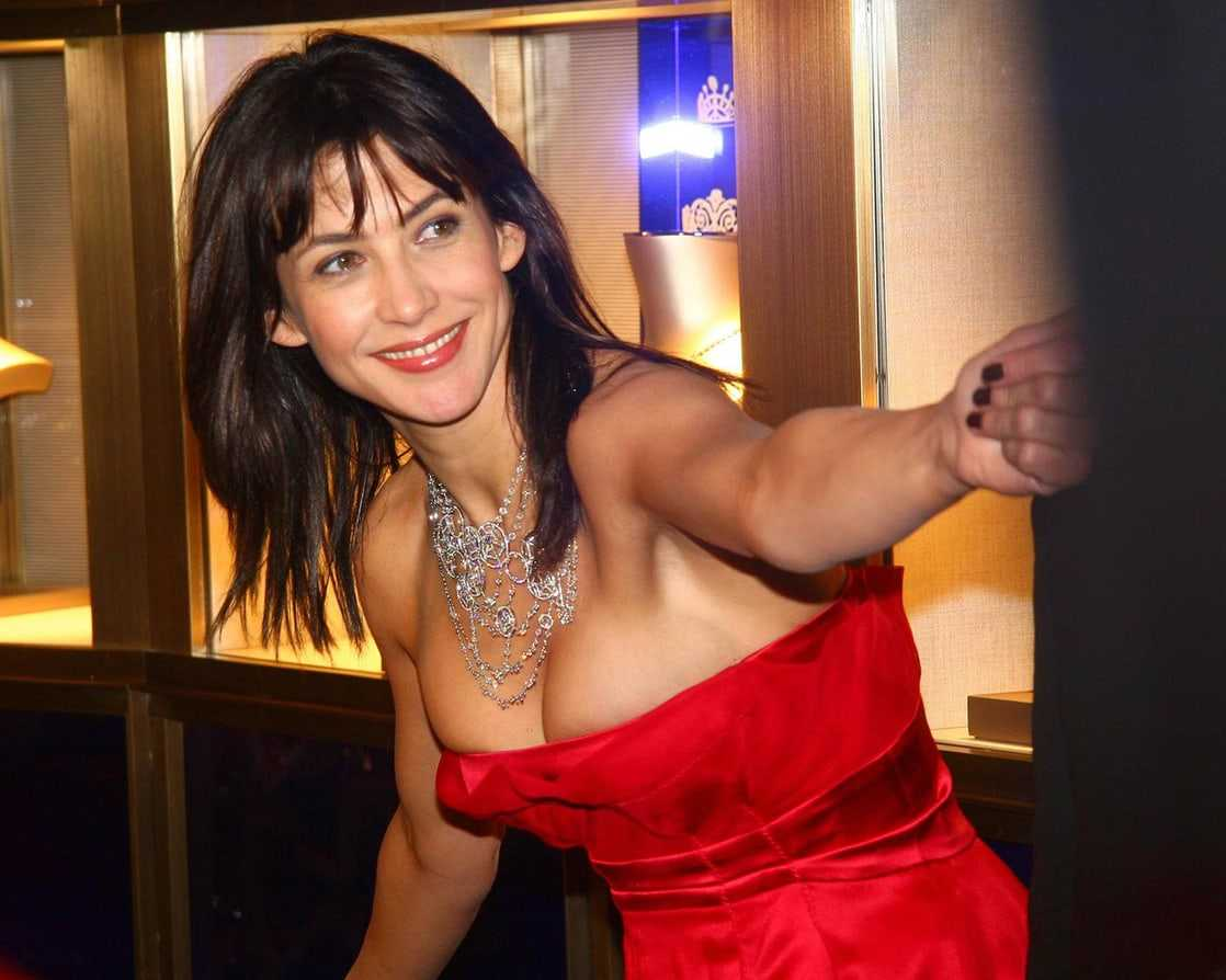 Sophie Marceau sexy look pics