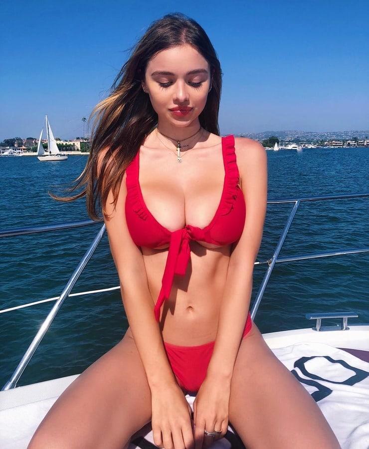 Sophie Mudd big boobs (2)
