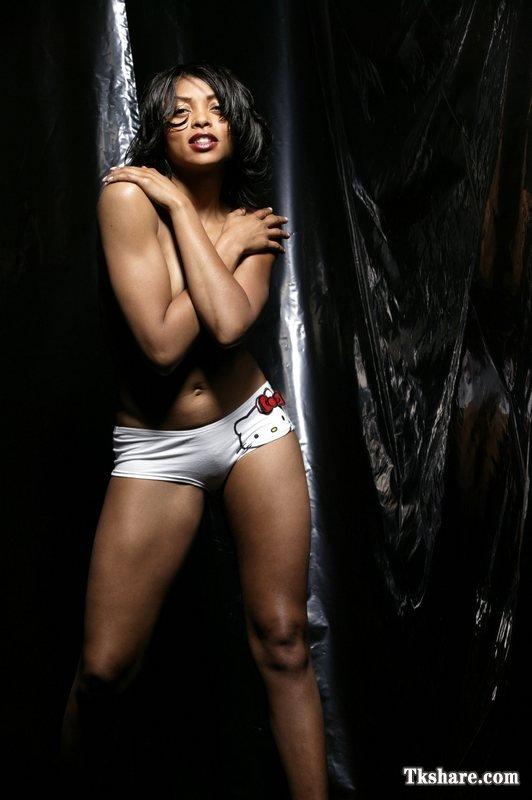 Taraji P. Henson big thigh pics