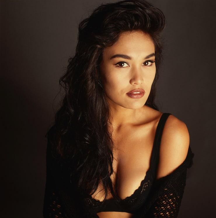 Tia Carrere sexy (2)