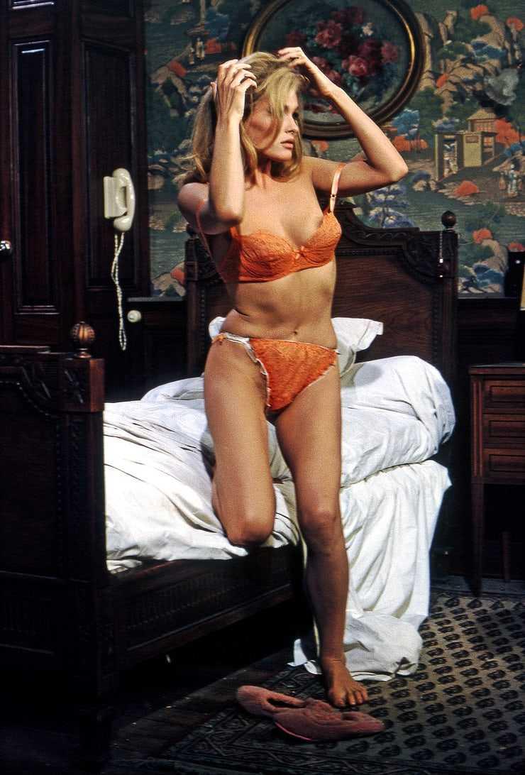 Ursula Andress bikini pics