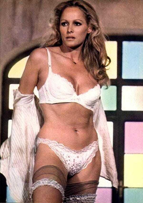 Ursula Andress hot bikini pictures