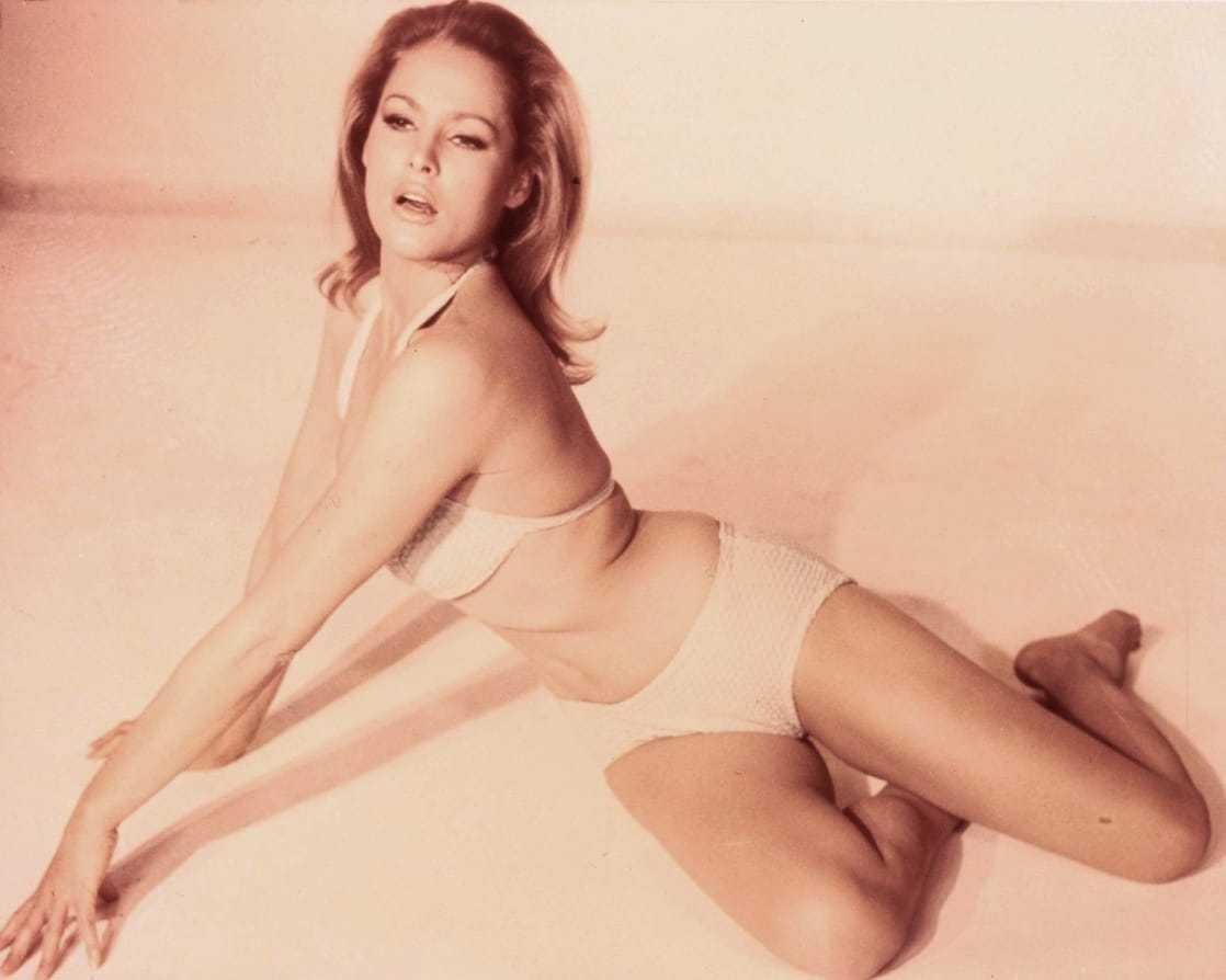Ursula Andress hot look pics (3)