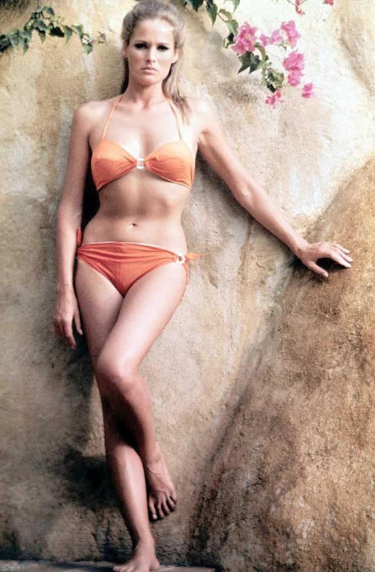 Ursula Andress hot look pics