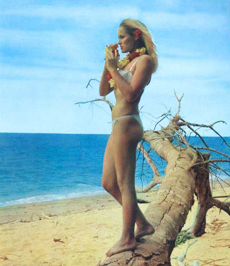 Ursula Andress hot side butt pictures