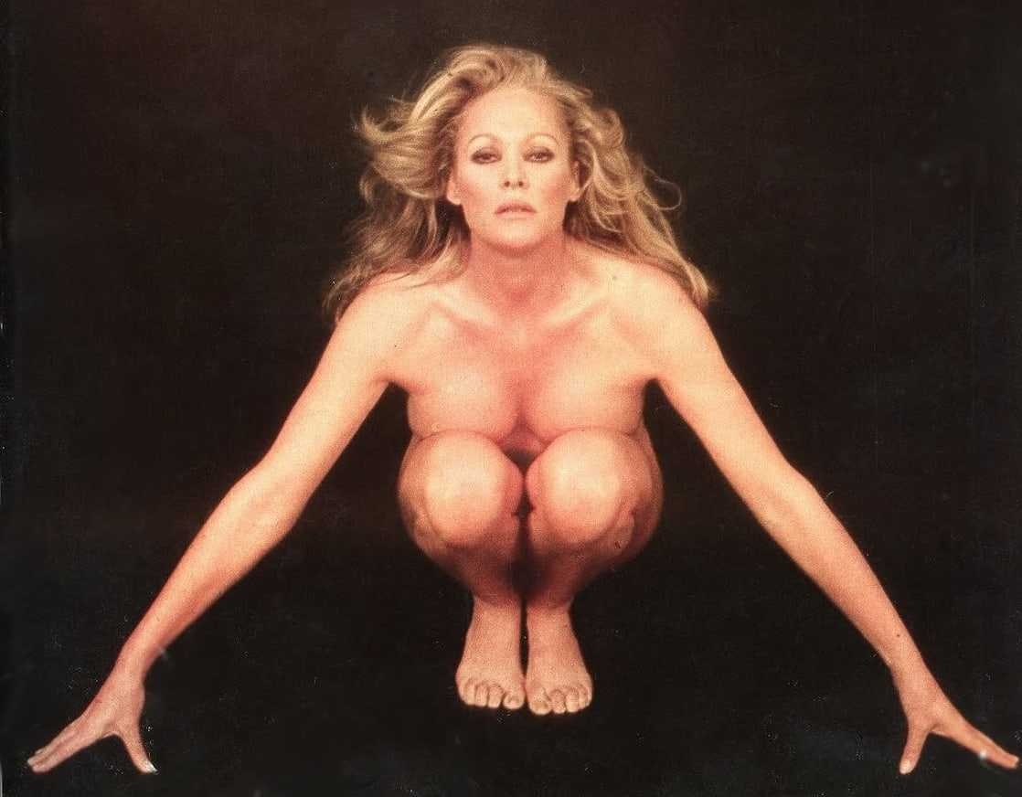 Ursula Andress sexy look pictures