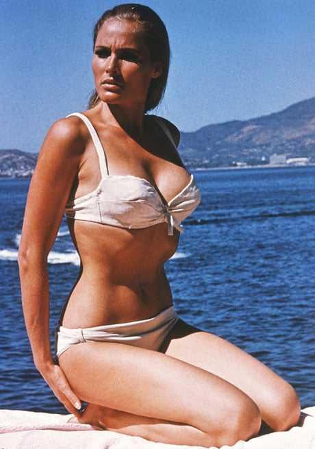 Ursula Andress sexy side boobs pics