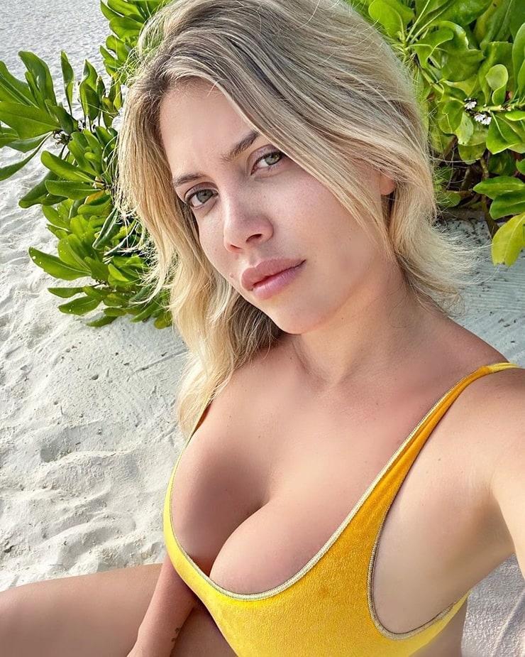 Wanda Nara big boobs pics